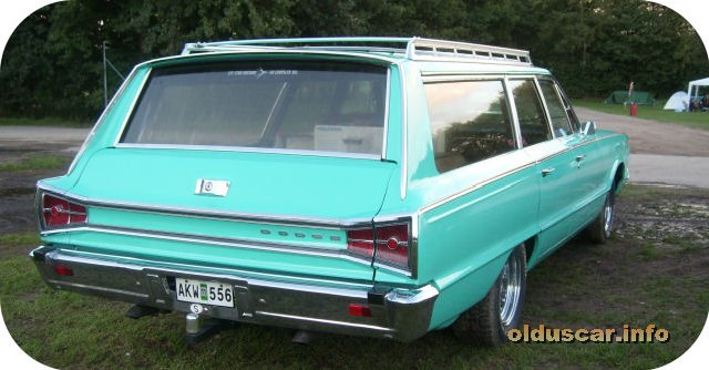 1965 Dodge Custom 880 4d 6p Wagon back