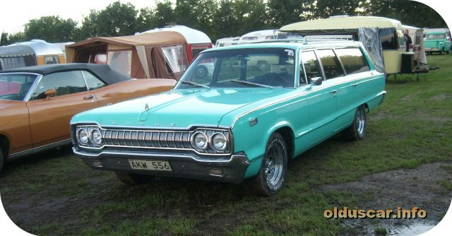 1965 Dodge Custom 880 4d 6p Wagon front