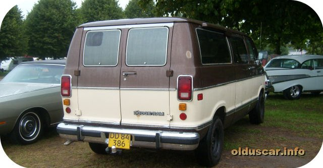1988 Dodge Ram LE B250 Wagon back